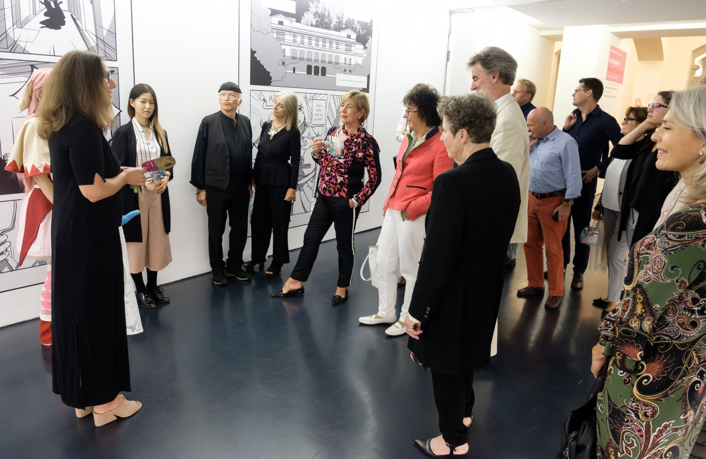 Exclusive guided tour with the curator Astrid von Asten and the manga illustrator Christina Zhu (alias Pummelpanda) with members of the GFF and other visitors. © Foto: Norbert Ittermann