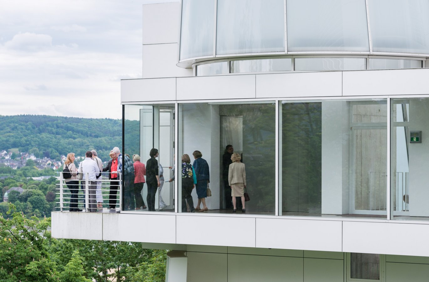Richard Meier Building, balcony and passage to the elevators © Arp Museum Bahnhof Rolandseck, photo: David Ertl