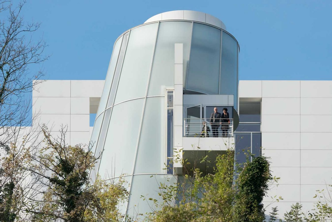 Lift tower of the Richard Meier building © Arp Museum Bahnhof Rolandseck, photo: David Ertl