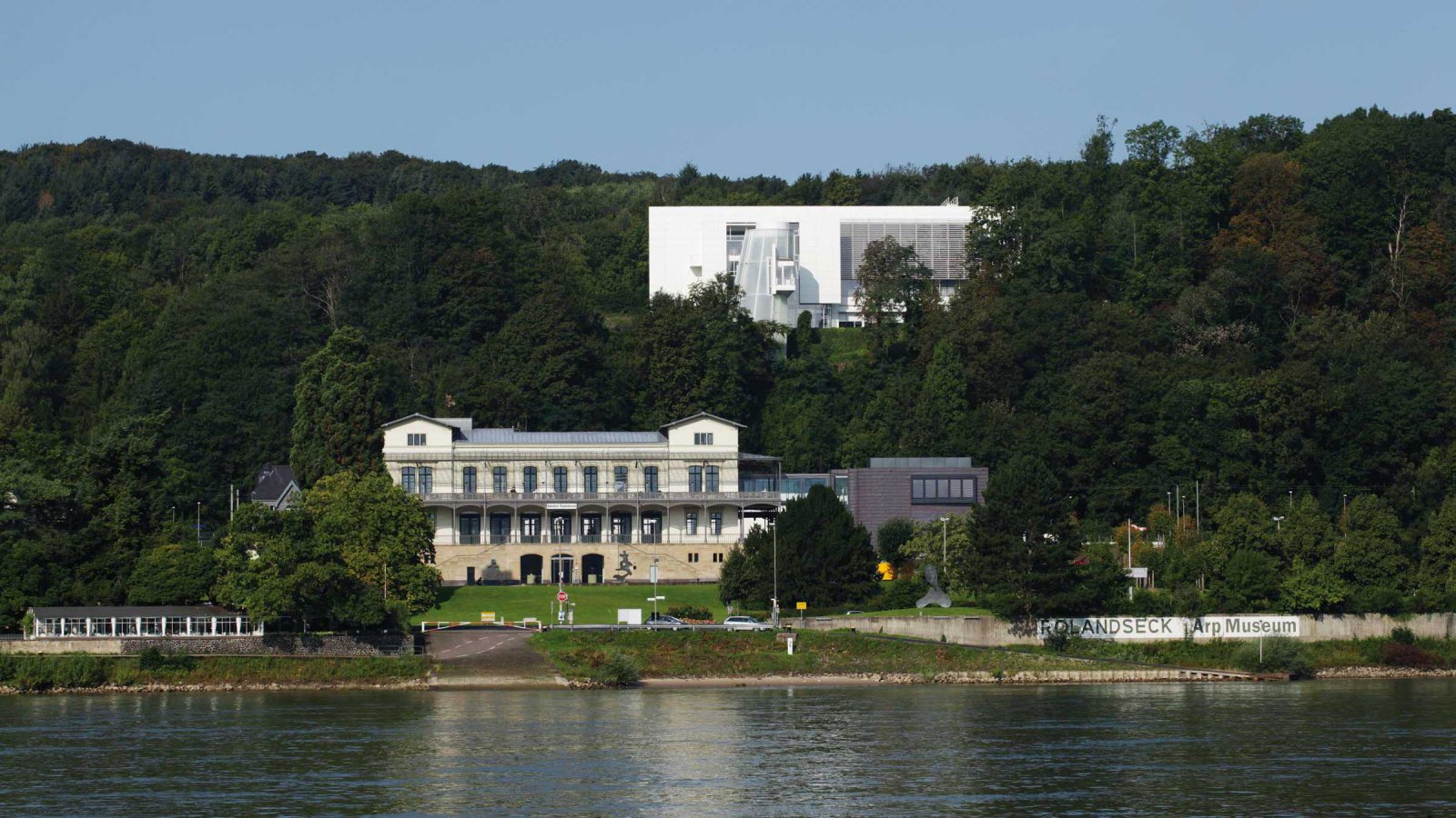 View of the Arp Museum from the ferry© Arp Museum Bahnhof Rolandseck, photo: Ulrich Pfeuffer GDKE