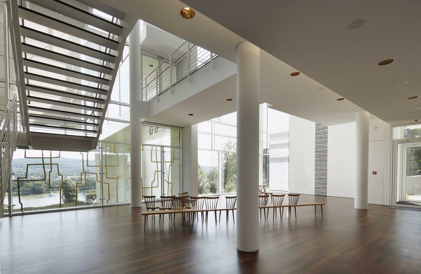 Lobby of the new building with a view of the Rhine © Arp Museum Bahnhof Rolandseck, photo: Ulrich Pfeuffer GDKE
