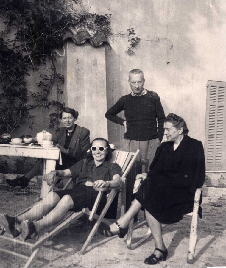 Sophie Taeuber-Arp, Nelly van Doesburg, Hans Arp und Sonia Delaunay, Chateau Folie, Grasse, um 1941 © Archiv Fondazione Marguerite Arp, Locarno, Fotograf: unbekannt