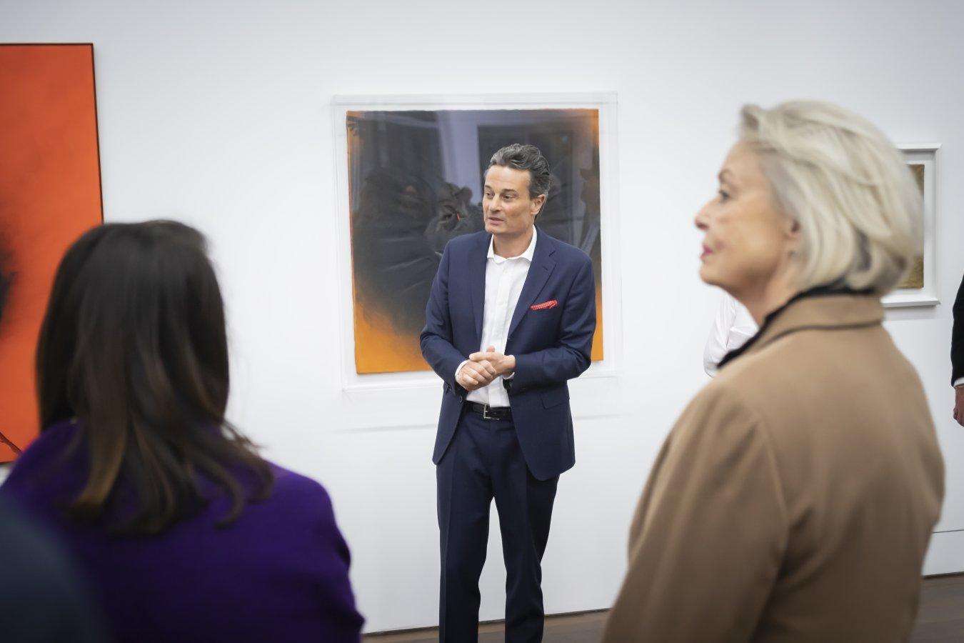 Dr. Edgar Quadt gibt Details zu seiner Sammlung in der Preview zur Otto Piene Ausstellung preis.  © Foto: Helmut Reinelt