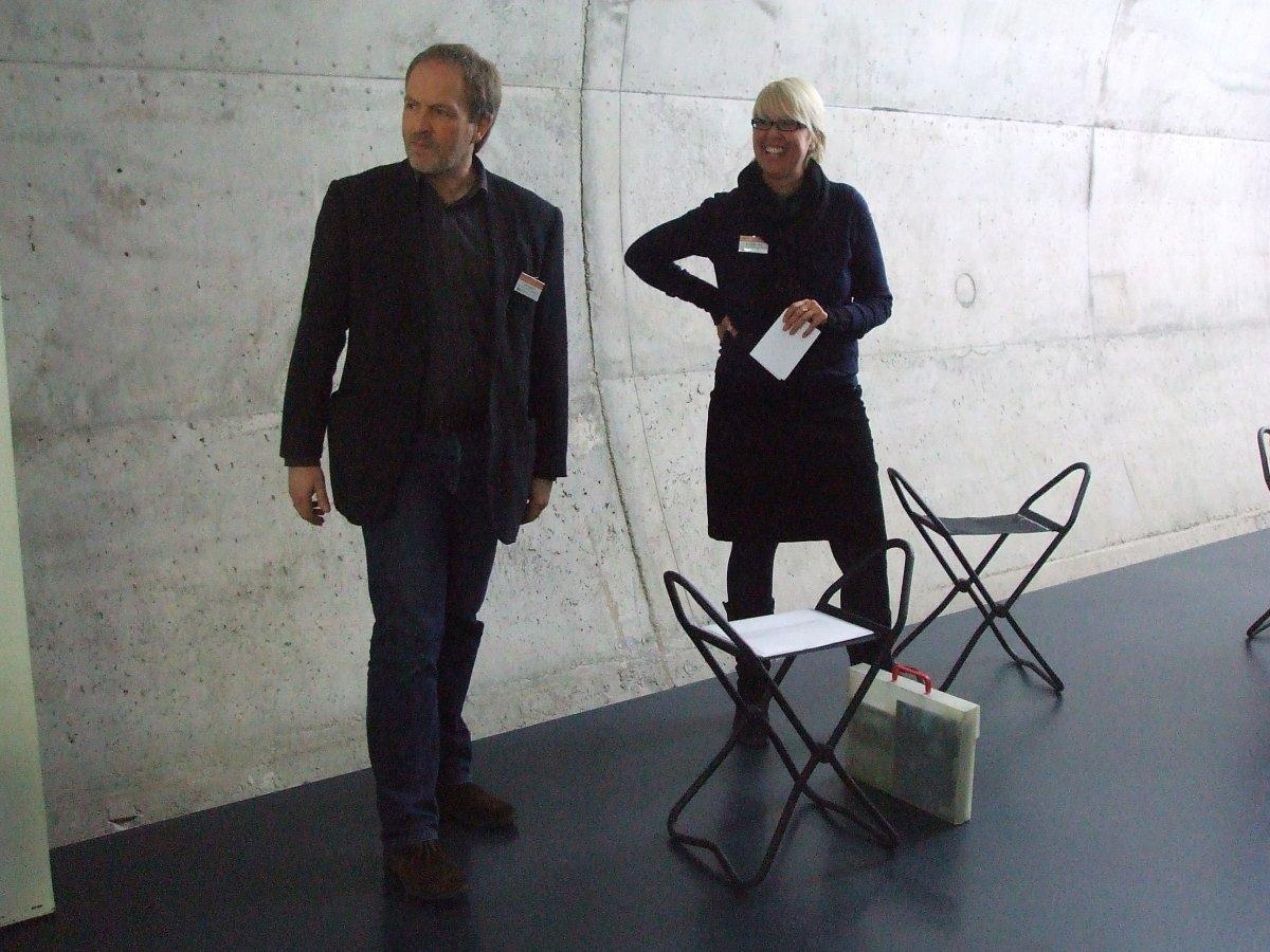 Die Kunsthistoriker Dr. Nicole Birnfeld und Olaf Mextorf bei einer Führung © und Foto: Arp Museum Bahnhof Rolandseck