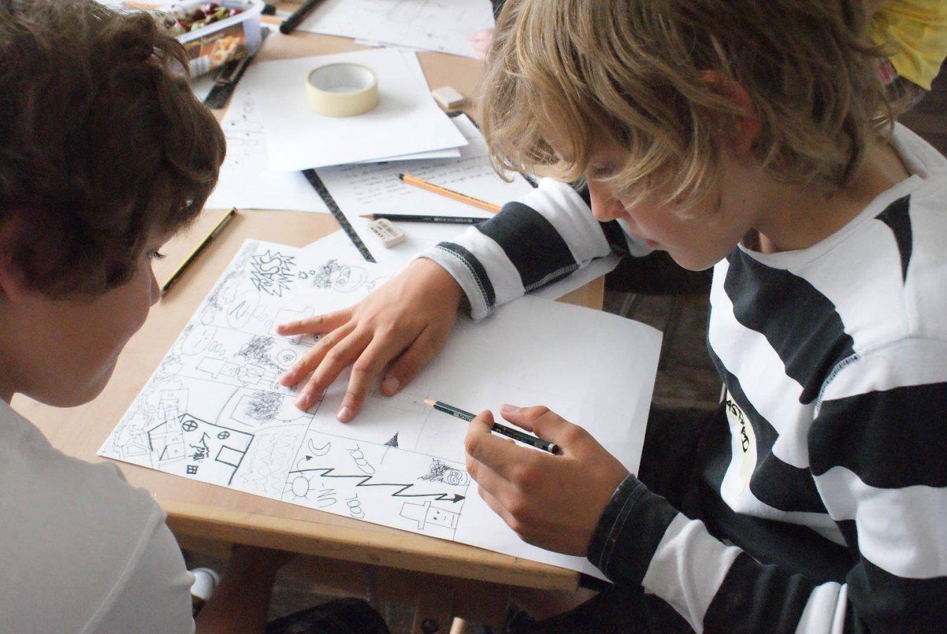Zeichnen im Arp Museum Bahnhof Rolandseck © und Foto: Arp Museum Bahnhof Rolandseck