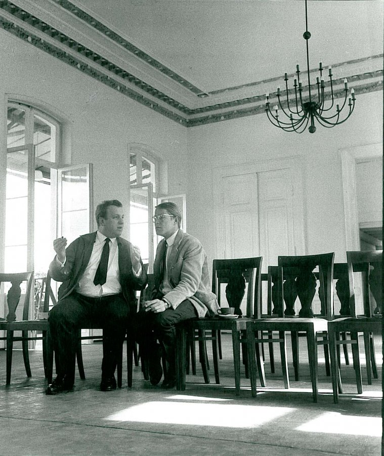 Johannes Wasmuth and Heiner Friedrich in the historic banquet hall. © Arp Museum Bahnhof Rolandseck, photo: Erika Kiffl