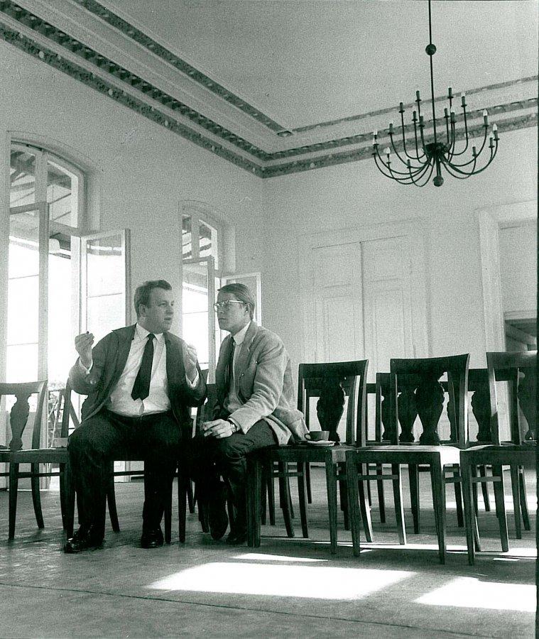 Johannes Wasmuth and Heiner Friedrich in the historic banquet hall. © Arp Museum Bahnhof Rolandseck, photo: Erika Kiffl