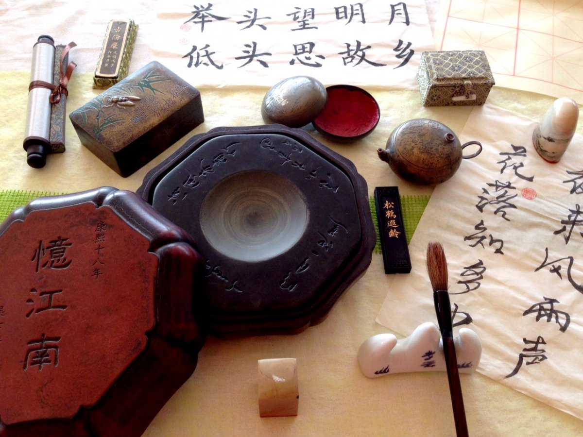 Kalligraphie mit der Künstlerin Hong Tang-Knoben © und Foto: Arp Museum Bahnhof Rolandseck