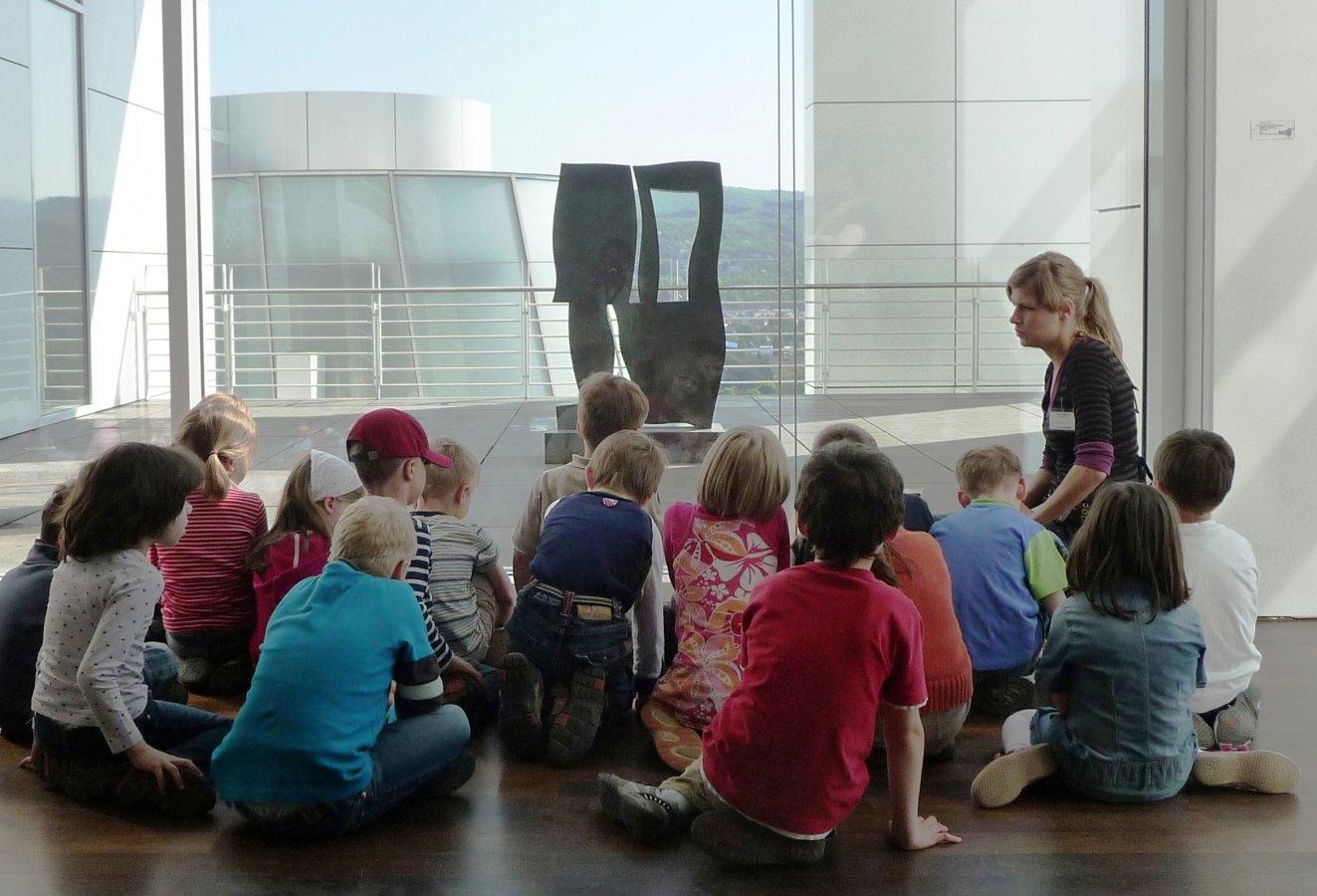 Eine Kindergartengruppe auf der Arp-Etage © und Foto: Arp Museum Bahnhof Rolandseck