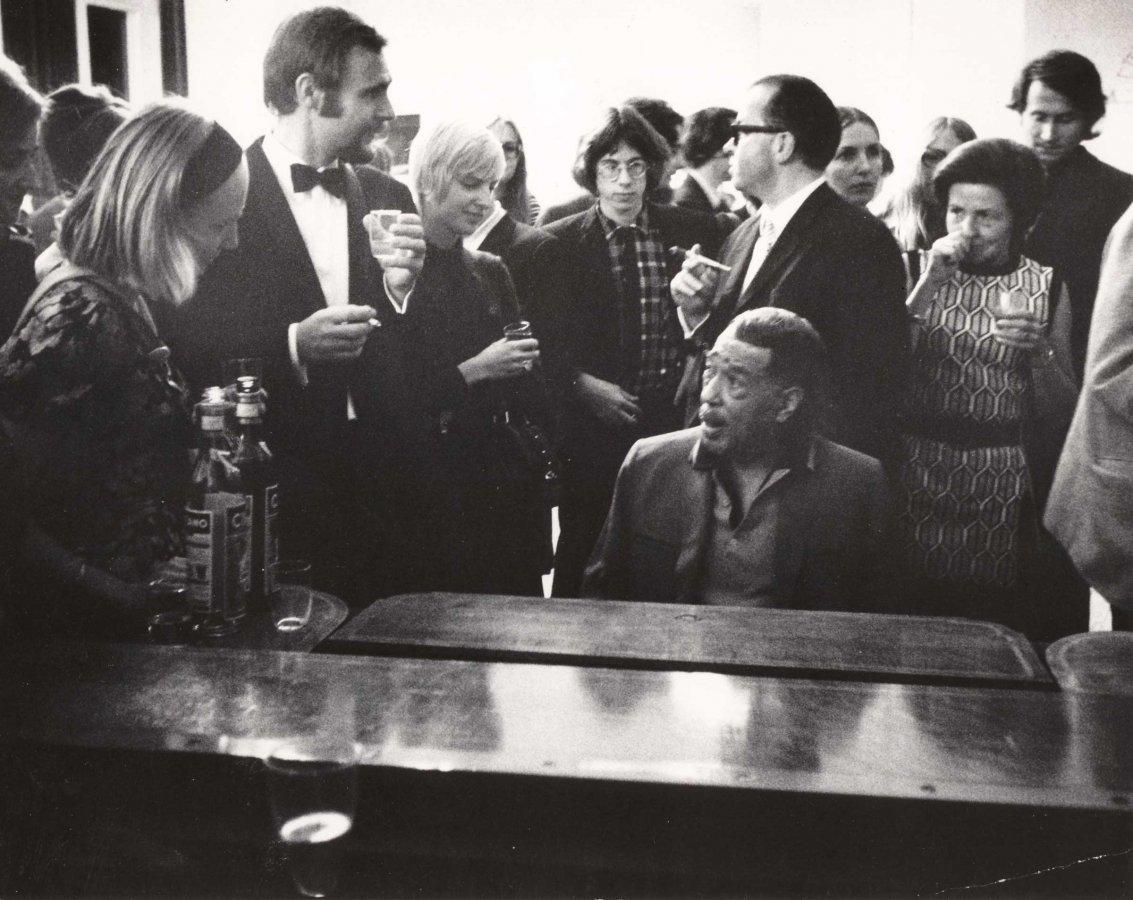 Duke Ellington nach einem Auftritt zu Gast im Bahnhof Rolandseck © Arp Museum Bahnhof Rolandseck, Foto: Helmut J. Wolf