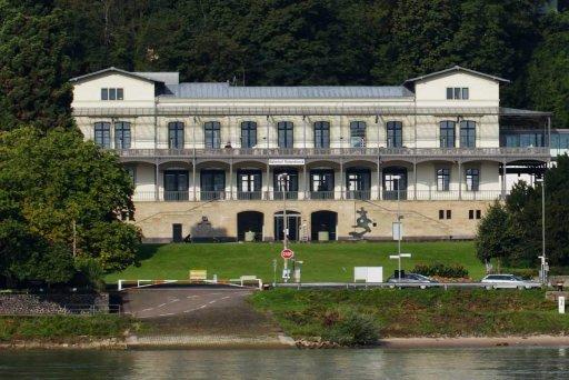 Geschichte und Architektur des Arp Museums Bahnhof Rolandseck mit einem Blick in die Ausstellungen in Gebärdensprache