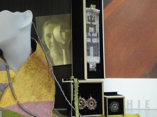 Perlen- und Webearbeiten von Uta Bamberger, Foto und © Arp Museum Bahnhof Rolandseck