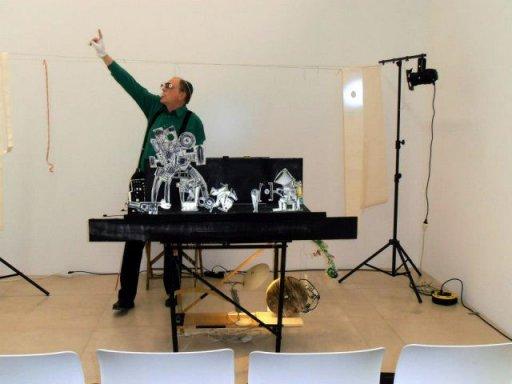 """Theo Kerp während der Aufführung seines Stücks """"Vor der Kreidezeit und nach dem Jägerschnitzel"""""""